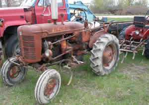 2WD Farmall Super A Gas Tractor
