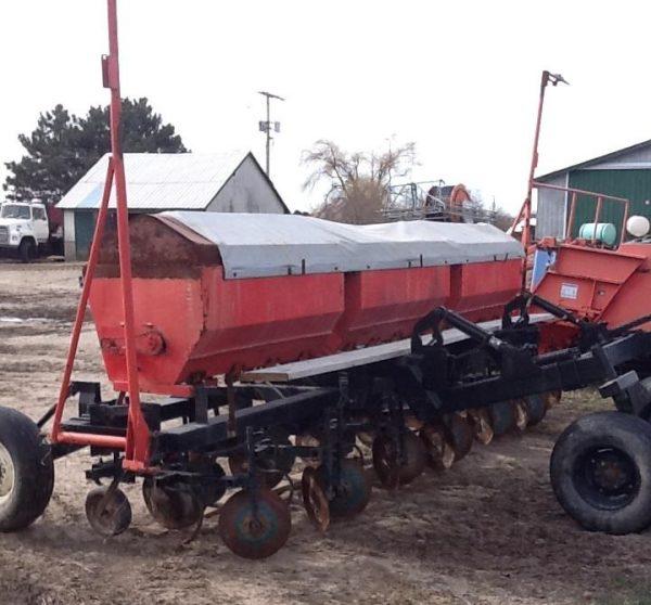 6 Row Fertilizer Applicator & Hiller
